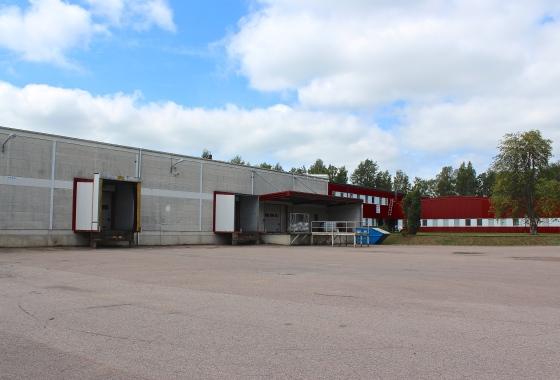 Fasad byggnader + lastintag och vändplan
